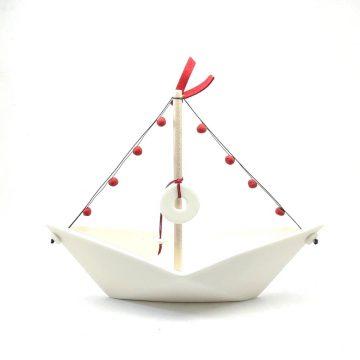 TREIS GRAMMES white boat