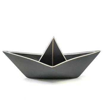 TREIS GRAMMES gray boat